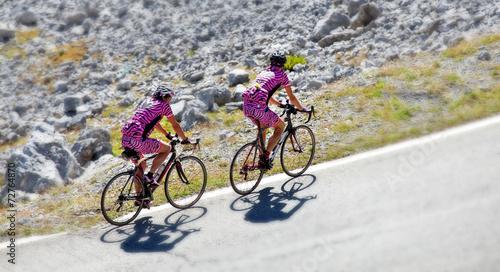 fototapeta na ścianę tilt & shift - coppia di ciclisti