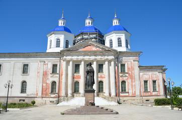 Кашин. Воскресенский собор и памятник Анне Кашинской