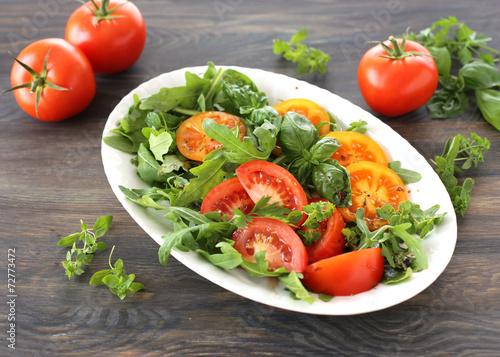 canvas print picture Salat mit Tomaten, Rukola und Basilikum