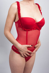 femme sexy en guêpière rouge