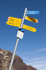 Wanderwegweiser auf dem Matterhorn glacier trail, ob Zermatt