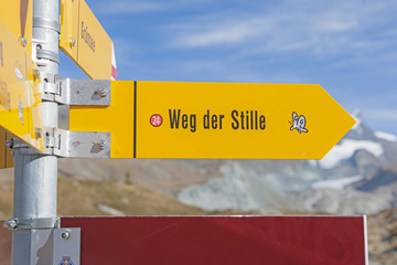 Wanderwegweiser bei Grünsee, ob Zermatt
