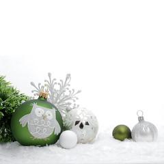 Weihnachtliche Deko mit Schnee