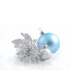 Weihnachtskugeln mit Silbrschmuck