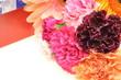 花束とギフトボックス