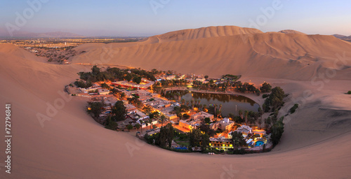 Fotobehang Zandwoestijn Atacama Desert, Oasis of Huacachina, Peru