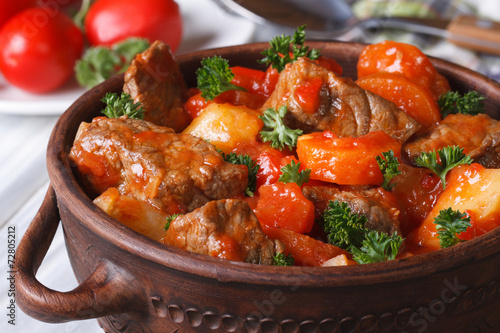 Papiers peints Viande stew in tomato sauce with vegetables close up in a pot