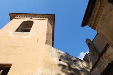 Дом под черепичной крышей