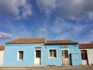 Pescheria con cielo azzurro