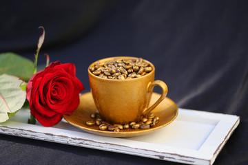 Kaffeetasse mit Holzbrett