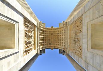 Milano Arco della Pace  dal basso