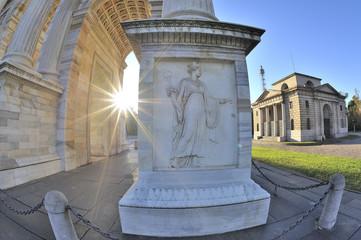Milano Arco della Pace  - sole che sorge - fish eye