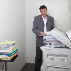 devant le photocopieur