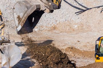 Bagger auf Baustelle bei Erdarbeiten