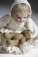 Puppe mit Teddy