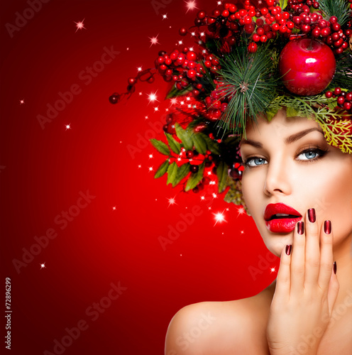 Fototapeta Christmas Winter Woman. Beautiful Christmas Holiday Hairstyle