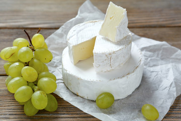 camembert cheese with grapes