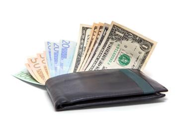 деньги  в портмоне на белом фоне
