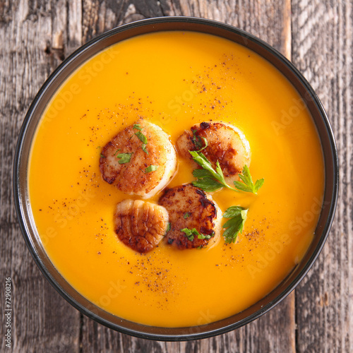 canvas print picture cream of pumpkin soup with scallops