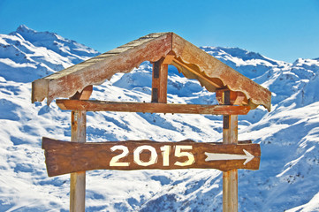 2015 writen on a wooden direction sign