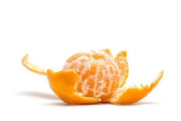 мандарин на белом фоне