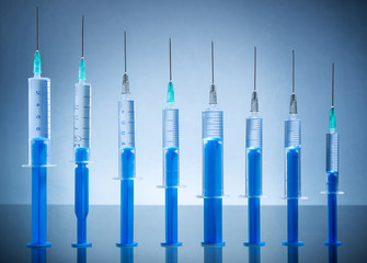Many injection needle queued coexist