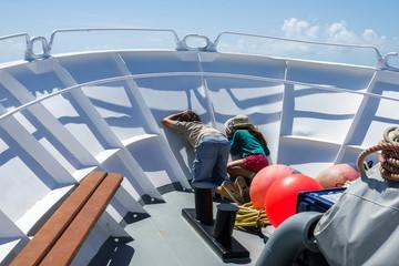 Enfants sur bateau