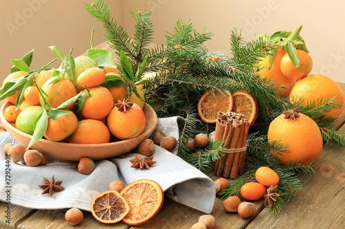 canvas print picture Рождественские мандарины с орехами и корицей