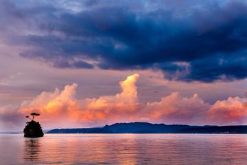 夕日 沖縄の海岸線