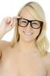 Frau trägt Brille als Sehhilfe vom Optiker