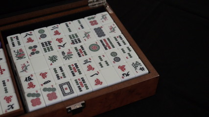 Mahjong. Opening the lid of box.