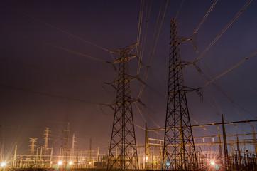 Estación electrica por la nocha