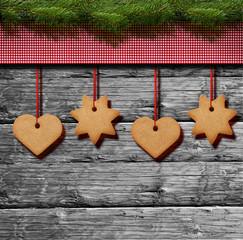 Weihnachtsgebäck mit Karostoff auf Holz