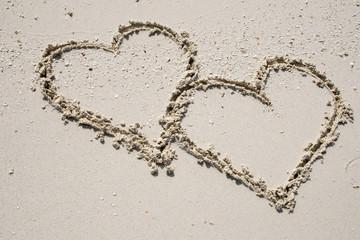 Liebesherzen im Sand