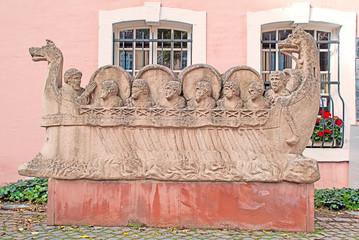 Kopie des Neumagener Weinschiffes in Trier an der Mosel