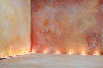 Kerzenlicht vor Hintergrundmalerei