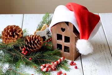 декорация на Рождество - подсвечник в форме дома