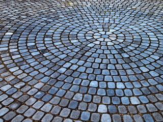 青い円形の石畳