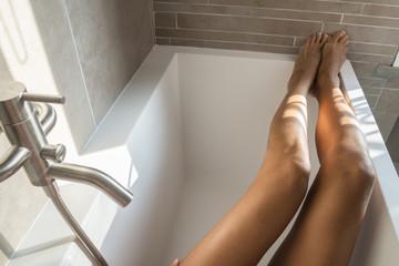 gambe in vasca