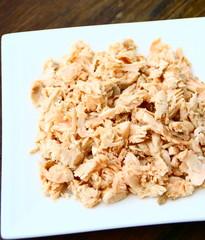 assiette de miettes de saumon