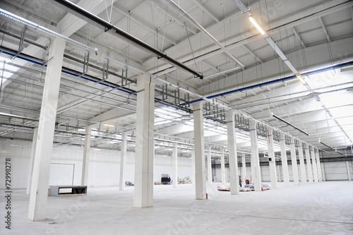 Empty new storage depot - 72998278