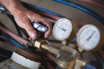 Gas Cylinder and pressure gauge