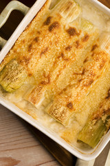 Leeks casserole with white sauce and cheese