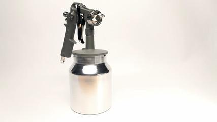 Manual spray gun for pulverization of color.