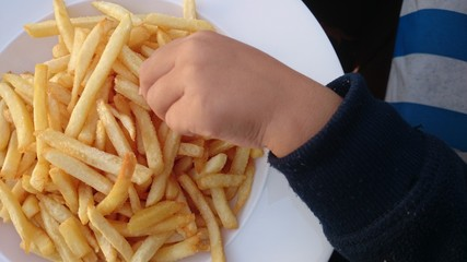 French fries Kinderhand