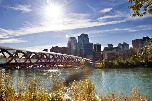 Fotobehang Rivier Calgary pedestrian bridge