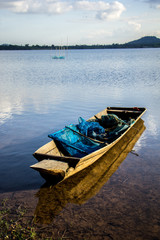 Fishing boats, old, old, rivers, mountains, clear waters, beauti