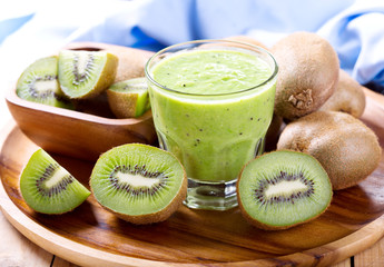 kiwi smoothie with fresh fruit