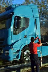 Lavaggio camion con idropulitrice