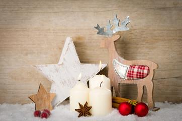 rustikale weihnachtsdeko mit kerzen